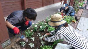 非常勤講師はNHK趣味の園芸でおなじみの天野麻里絵さん(右)