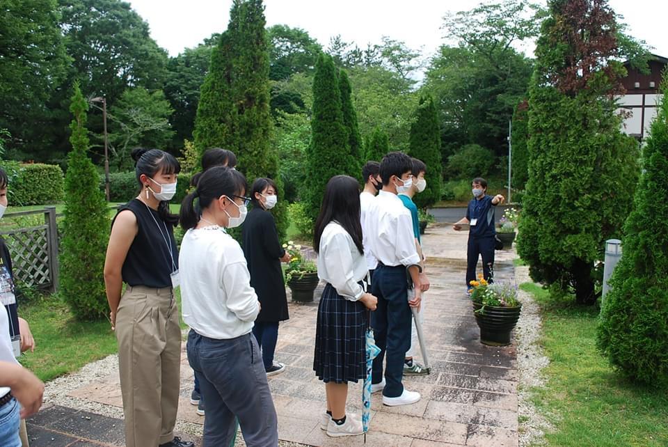 本館前ガーデンの見学