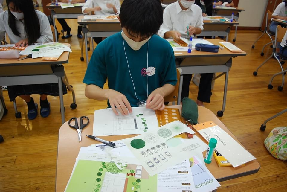 造園緑化コースの体験実習「個人庭の設計」