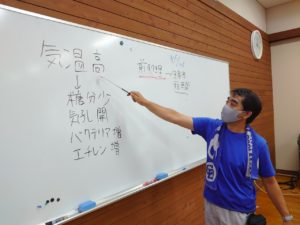 鮮度保持の解説をする前田先生