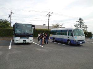 視察で乗車した2台の観光バス