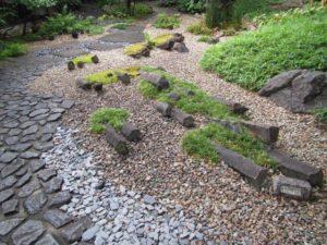 六方石を使った日本庭園