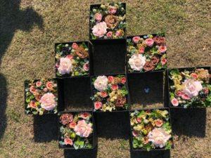 千鳥模様に配置した8つのboxフラワー
