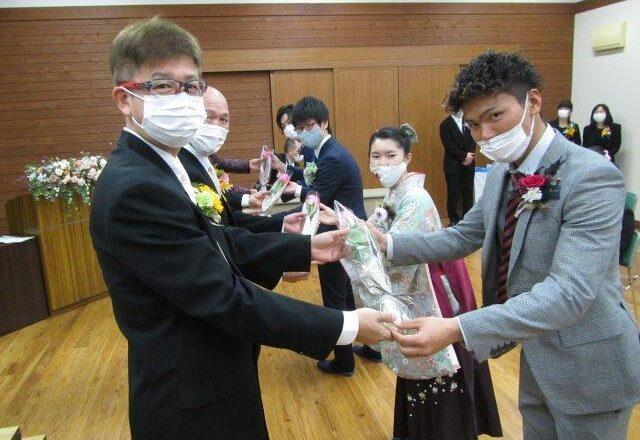 教職員への花束贈呈