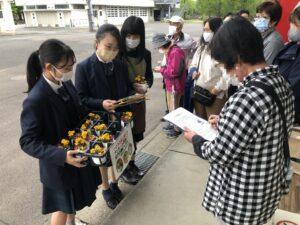加茂農林高校園芸流通科の3年生も、アンケート調査を手伝ってくれました