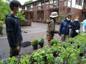 非常勤講師はNHK趣味の園芸でおなじみの天野麻里絵さん(左から2番目)