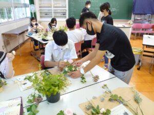 花と緑の連携授業の様子