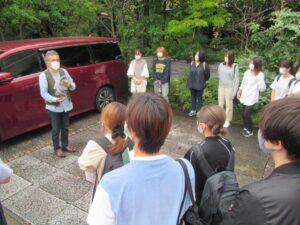 天野勝美社長からの説明を受ける学生